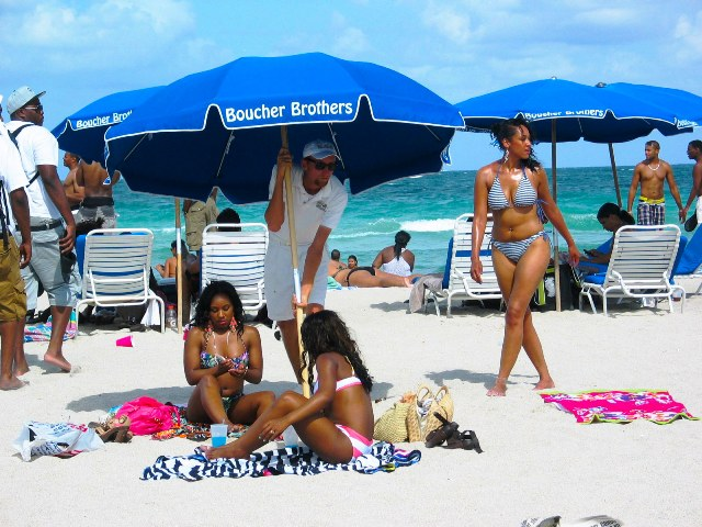 Pretty Beach Girls Preparing for the Sun - Copyright © 2012 JiMmY RocKeR PhoToGRaPhY